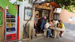 Daftar Restoran Populer Dekat Art Hotel Tartini