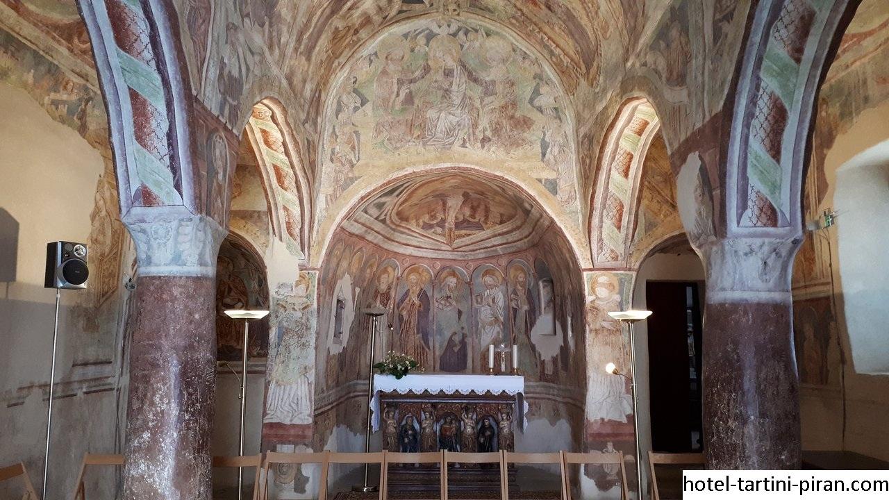 Holy Trinity Church, Wisata Bangunan Bersejarah di Slovenia