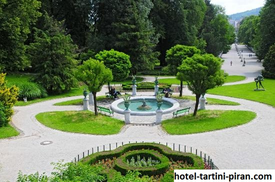 Kolam Tivoli, Wisata Kolam Buatan di Taman Kota Tivoli Ibukota Slovenia