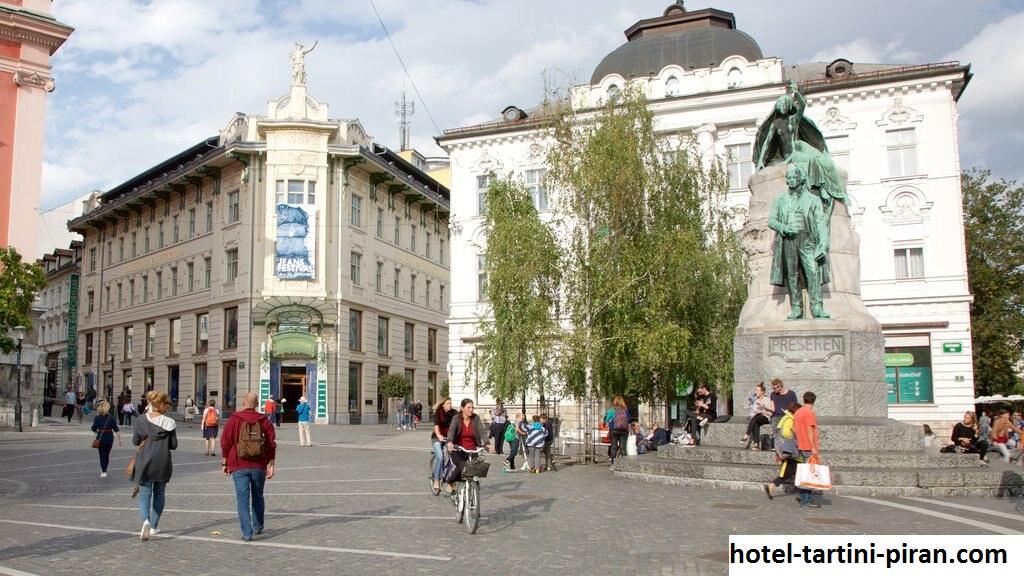 Preseren Square, Wisata  Alun-Alun Pusat di Slovenia